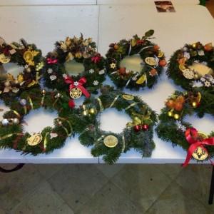Atelier : Réalisation de couronnes et accessoires de Noël.